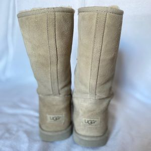 UGG Australian Tall Boots size 9 style number 5520